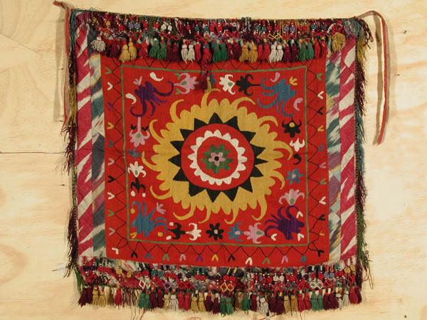 Вышивка ваза, Шьем из платков.  Описание: b Ручная вышивка чешским бисером, бусинами и стразами на платье из.